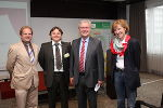Die E.N.T.E.R.-Netzwerk-Organisatoren Georg Müllner und Michael Schwaiger mit dem Zweiten Landtagspräsidenten Franz Majcen und EuropeDirect-Leiterin Heidi Zikulnig (v.l.n.r.). © Land Steiermark / EuropeDirect